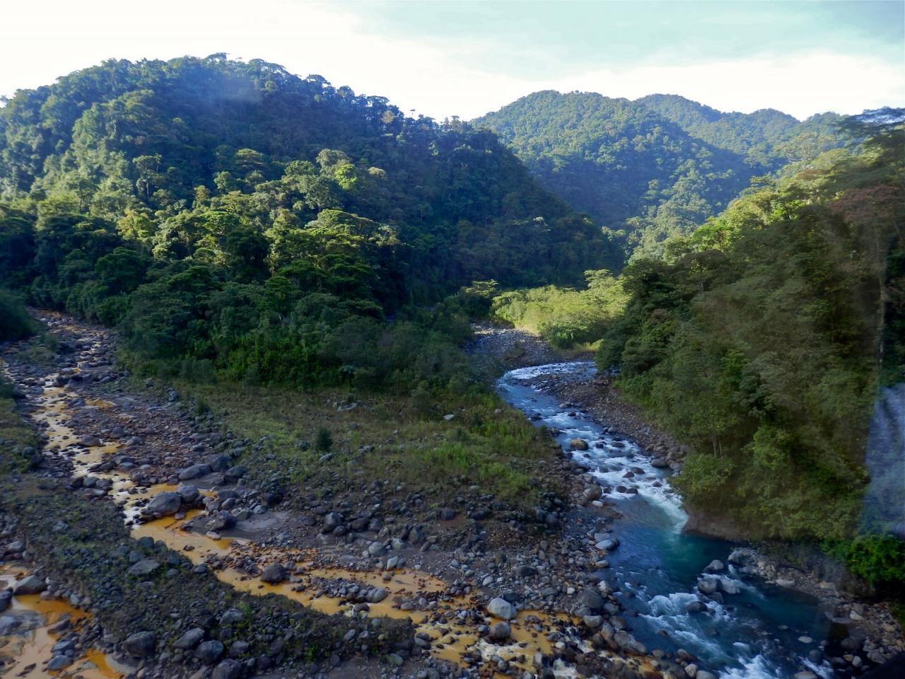 le fleuve aux 2 couleurs